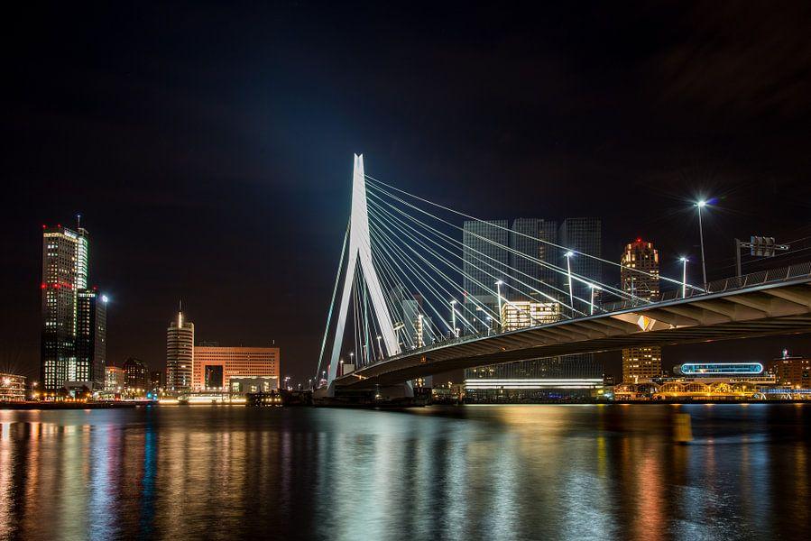Erasmusbrug bij nacht van Sander Strijdhorst