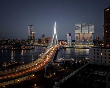 Uitzicht op Erasmusbrug, Rotterdam van Maarten Hooijmeijer