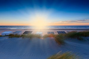 sfeervolle zonsondergang in de Noordzee