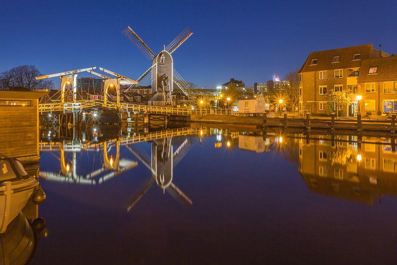 Leiden by Night - Molen de Put en Rembrandtbrug - 1 van Tux Photography