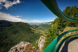 Prachtig uitzicht op steile hellingen in diepe valleien