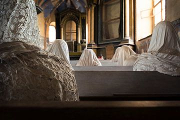 église avec des fantômes sur