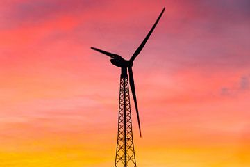 Windmolen bij zonsondergang van Kris Christiaens