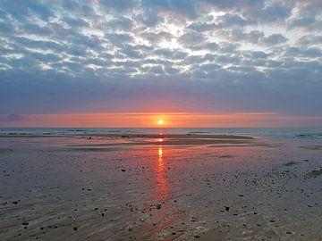 Zonsondergang aan de westkust in Portugal van Nisangha Masselink