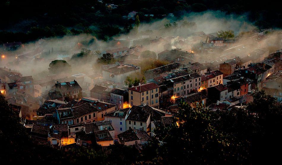 La Garde-Freinet in de mist