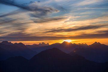 Coucher de soleil dans les Alpes 2 sur Emile Kaihatu