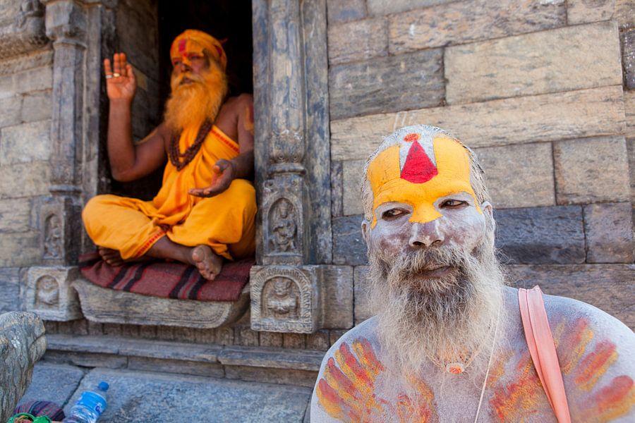 Twee beschilderde sadhu's in Kathmandu Nepal. Wout Kok One2expose