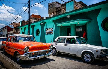 Oranje Oldtimer in Bayamo (Cuba) von Joris Pannemans - Loris Photography