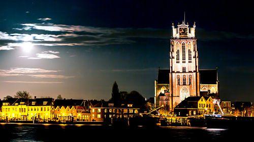 Grote Kerk Dordrecht bij nacht van