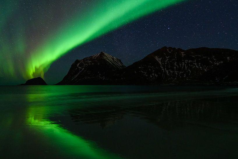 Lofoten by Night (noorderlicht) van Erwin Maassen van den Brink