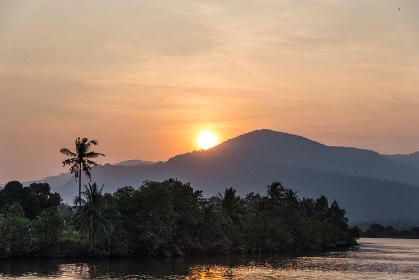 Zonsondergang op de Mekong Rivier van Studio W&W