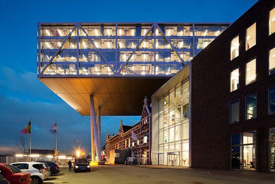 Kantoorgebouw De Brug in Rotterdam van Raoul Suermondt