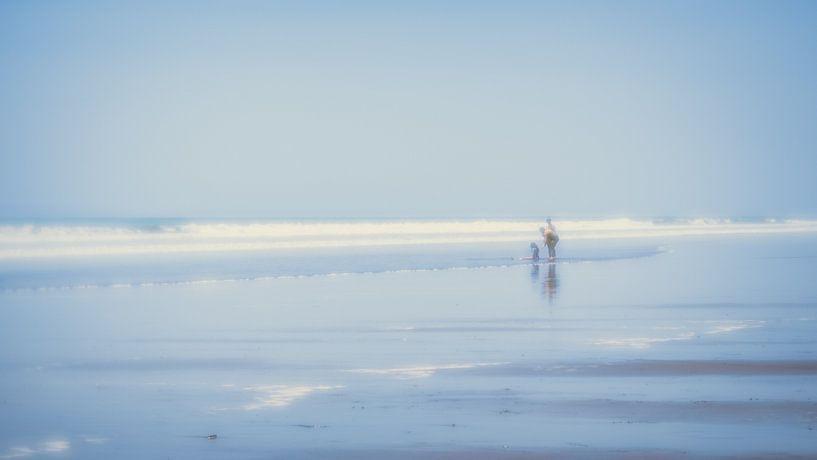 At the beach (2) van Rob van der Pijll