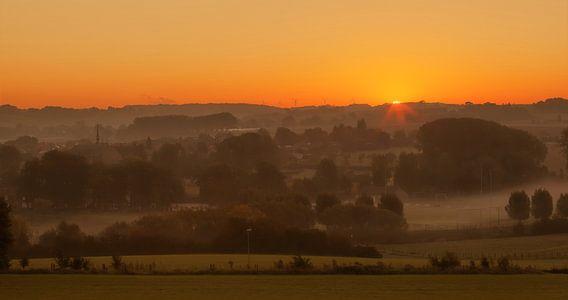 Zonsopkomst boven Partij in Zuid-Limburg