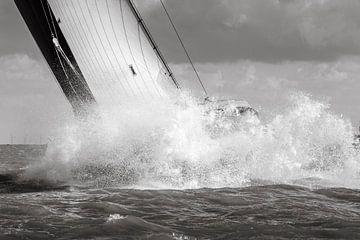 Skûtsje beukt door de golven sur ThomasVaer Tom Coehoorn