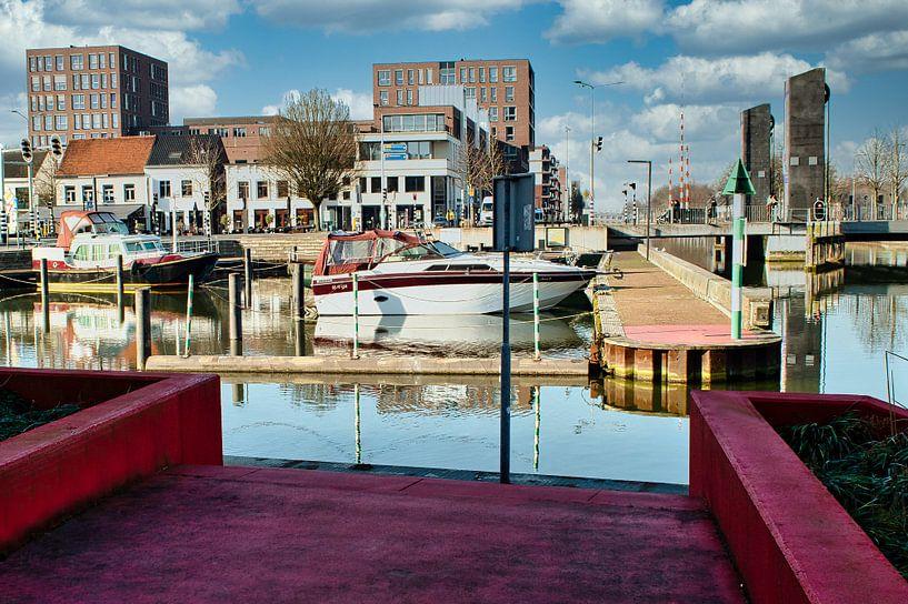 De gezellige Passanten haven in het Limburgse stadje Weert van J..M de Jong-Jansen