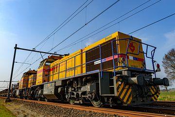 Strukton Rail MaK G 1206 goederentreinlocomotief vooraanzicht op een spoor in het land tijdens een m van Sjoerd van der Wal