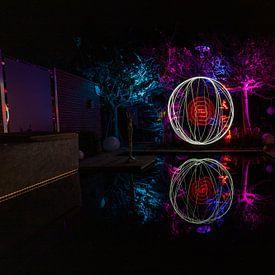 Lichtschildering met kleurrijk verlichte bomen van Reiner Conrad