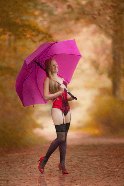 A walk in the rain van Maarten Visser