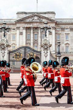 Le palais de Buckingham et les sentinelles sur Eric van Nieuwland