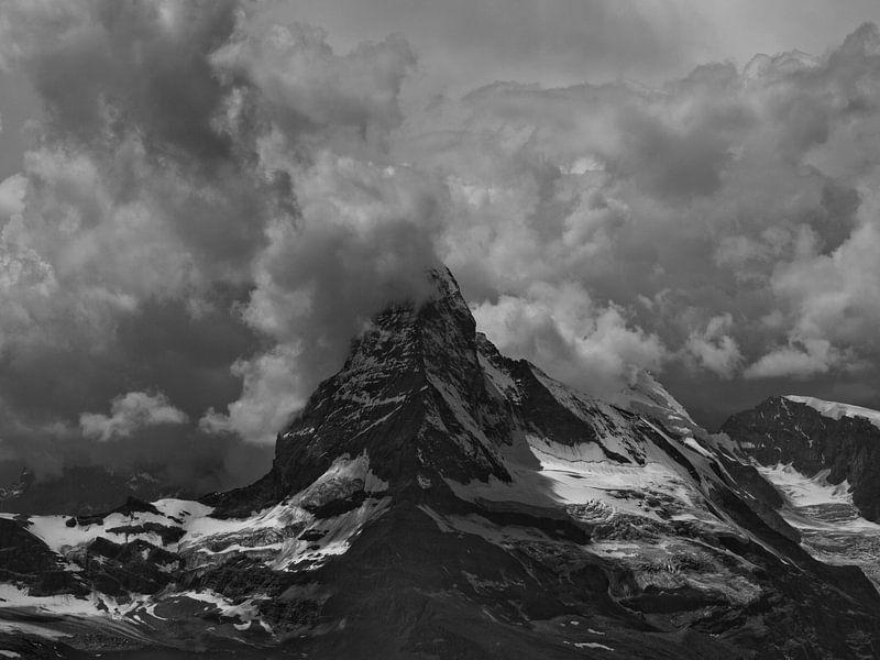 Onweer boven de Matterhorn van Menno Boermans
