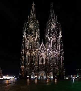 Groot formaat foto van de Dom van Keulen 's nachts van Christian Mueller
