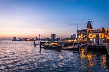 Zonsondergang in Rotterdam ..... van Robert Van Der Linde
