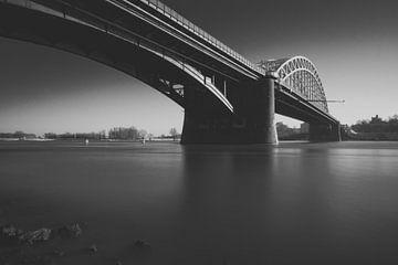 Waalbrücke bei Nimwegen von Martijn van den Enk