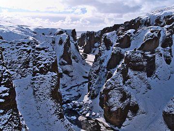 Fjaðrárgljúfur in de winter van Timon Schneider