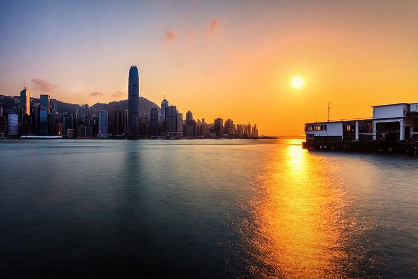 Hong Kong Skyline 2019 Sunset van Cho Tang