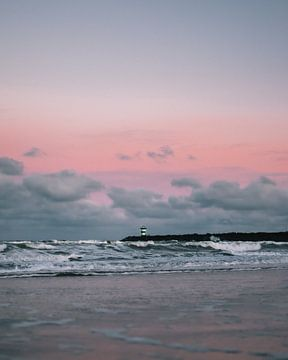 Vuurtoren tijdens zonsopkomst van Jan Willem De Vos