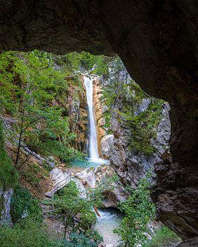 Look at the waterfall van Patrick Herzberg