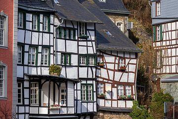 Maisons à colombages le long de la Rur à Monschau sur Reiner Conrad