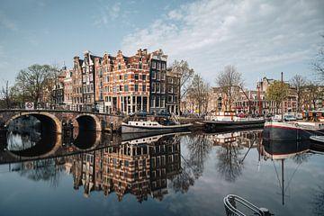Canal et vieilles maisons à Jordaan, Amsterdam, Pays-Bas. sur Lorena Cirstea