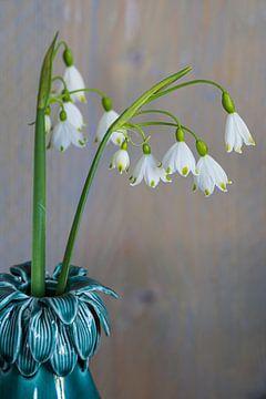 Schneeglöckchen in Vase von Ingrid van Wolferen