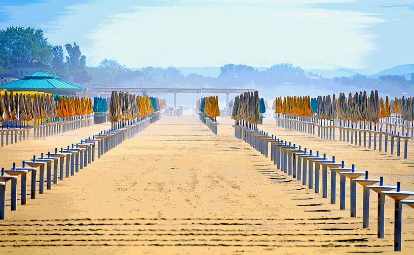 At the beach van Leopold Brix