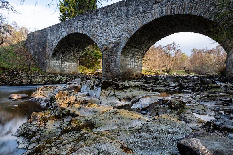 Schotland, waterval onder stenen brug van Remco Bosshard