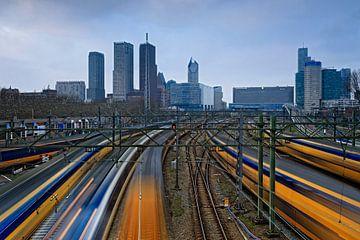 Les trains NS arrivent et partent de la gare centrale de La Haye sur gaps photography