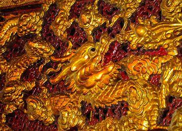 detail van Chinees kunstwerk, vuurspuwende draak van