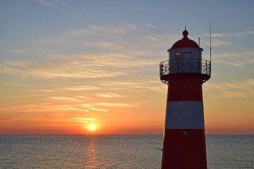 Sonnenuntergang Leuchtturm Westkapelle von Zeeland op Foto