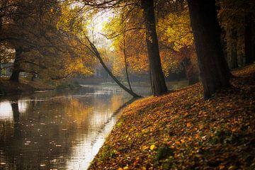 De stadsbuitengracht te Utrecht in herfstige sferen (liggend) van