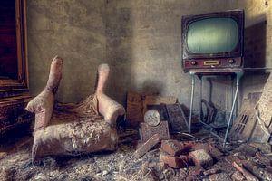 Fernseher in verlassenem Raum.