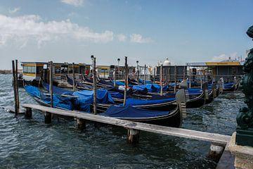 Gondels in Venetië, Italië van Remco de Zwijger