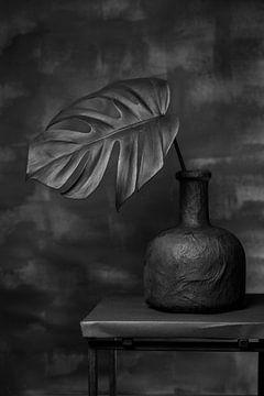 Stillleben schwarzes Blatt von Lynn van Gijzel