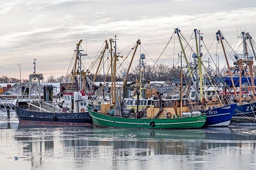 Vissersboten in Lauwersoog van Hanneke Luit