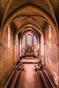 Verlaten Kerk met Paarse Tint.