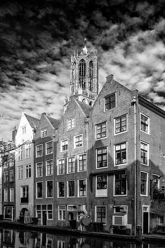 De Dom in Utrecht vanaf de werf van de Lijnmarkt in zwart-wit (1) van
