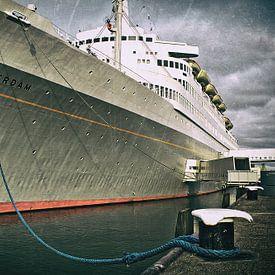 The retired ship SS Rotterdam sur Bas Bleijenberg