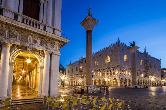 VENICE St Mark's Square  & Doge?s Palace during Blue Hour van Melanie Viola