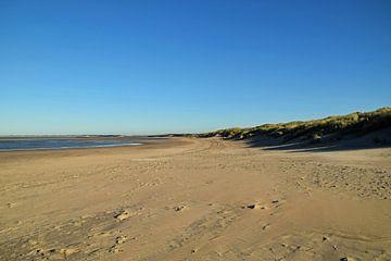 Strand und Dünen an der Meeresküste von Robin Verhoef